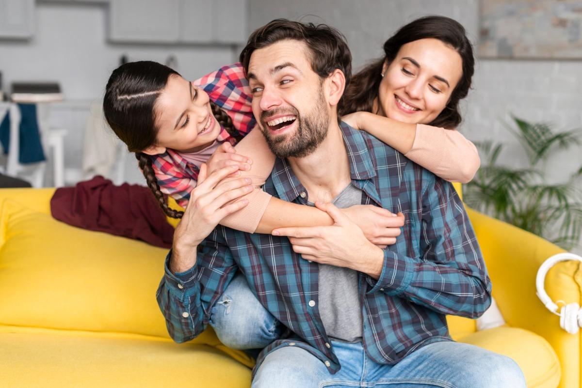 Nasmejana družina